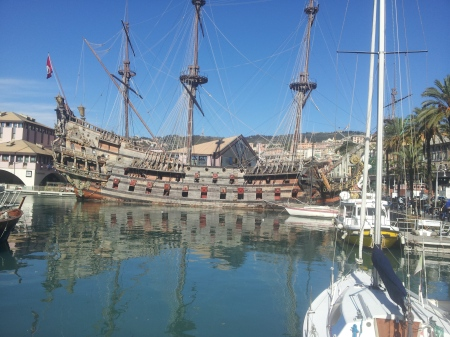 A mock-Spanish galleon sits on the dock at Genoa harbor. Among other things it's where Polanski filmed 'The Pirates'. For me, that's not much of a recommendation.